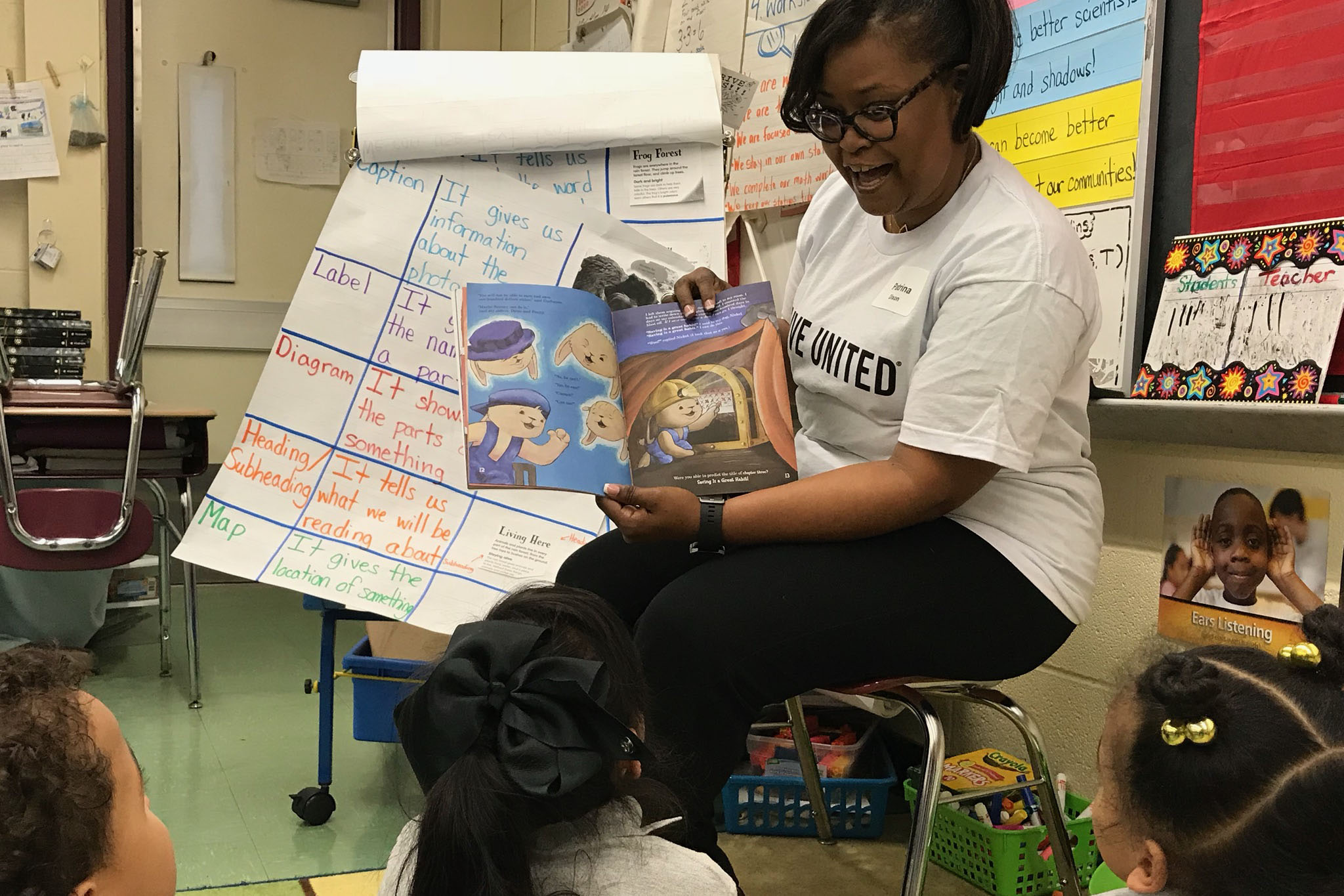 Patrina Dixon reads Sammy's Big Dream to kids